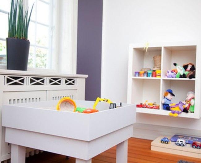 Legetøj bord og reol